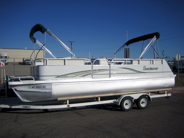 24' Sundancer pontoon powered by a115 hp Honda 4 Stroke outboard engine